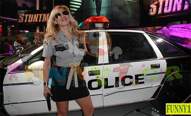 Ανέκδοτο: Τρεις ξανθιές δίνουν εξετάσεις για να γίνουν αστυνομικίνες.